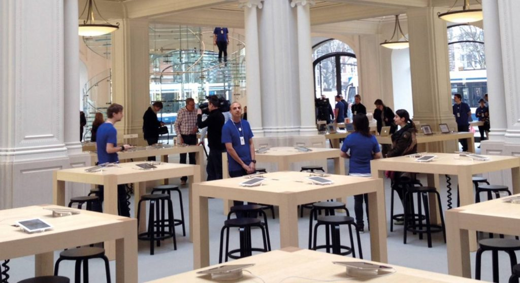 So sieht es aus, wenn du den Apple Store in Amsterdam betrittst.