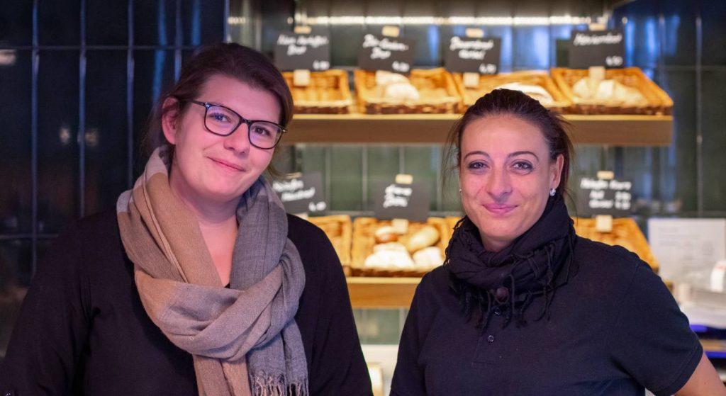 Sie benutzen das iPad Kassensystem jeden Tag. Daniela (links) und ihre Kollegin vom ZwiBack.