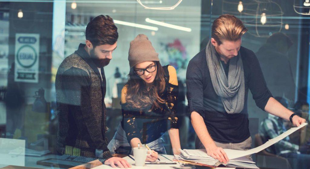 Um ein ganzes Team in einem Architekturbüro jederzeit auf dem aktuellen Stand zu halten, eignet sich DELTAproject sehr gut.
