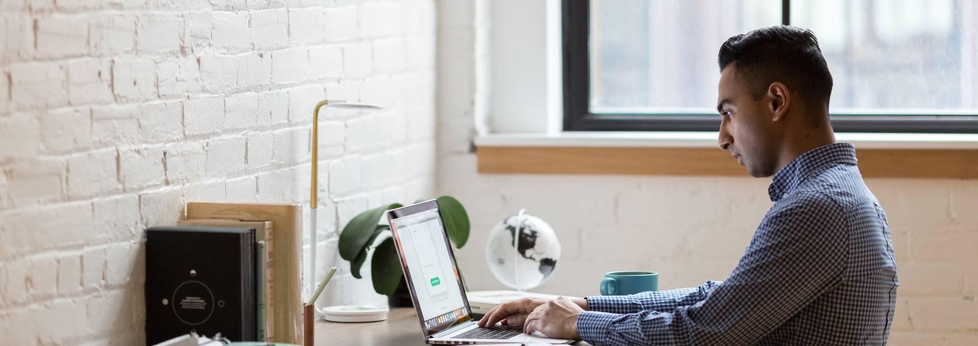 Mitarbeiter im Homeoffice kann schnell und einfach geholfen werden mit IT-Support über den Teamviewer.