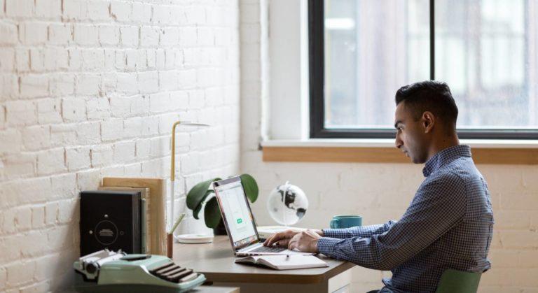 Angestellten, die remote arbeiten, kann schnell und einfach geholfen werden mit IT-Support über den Teamviewer.