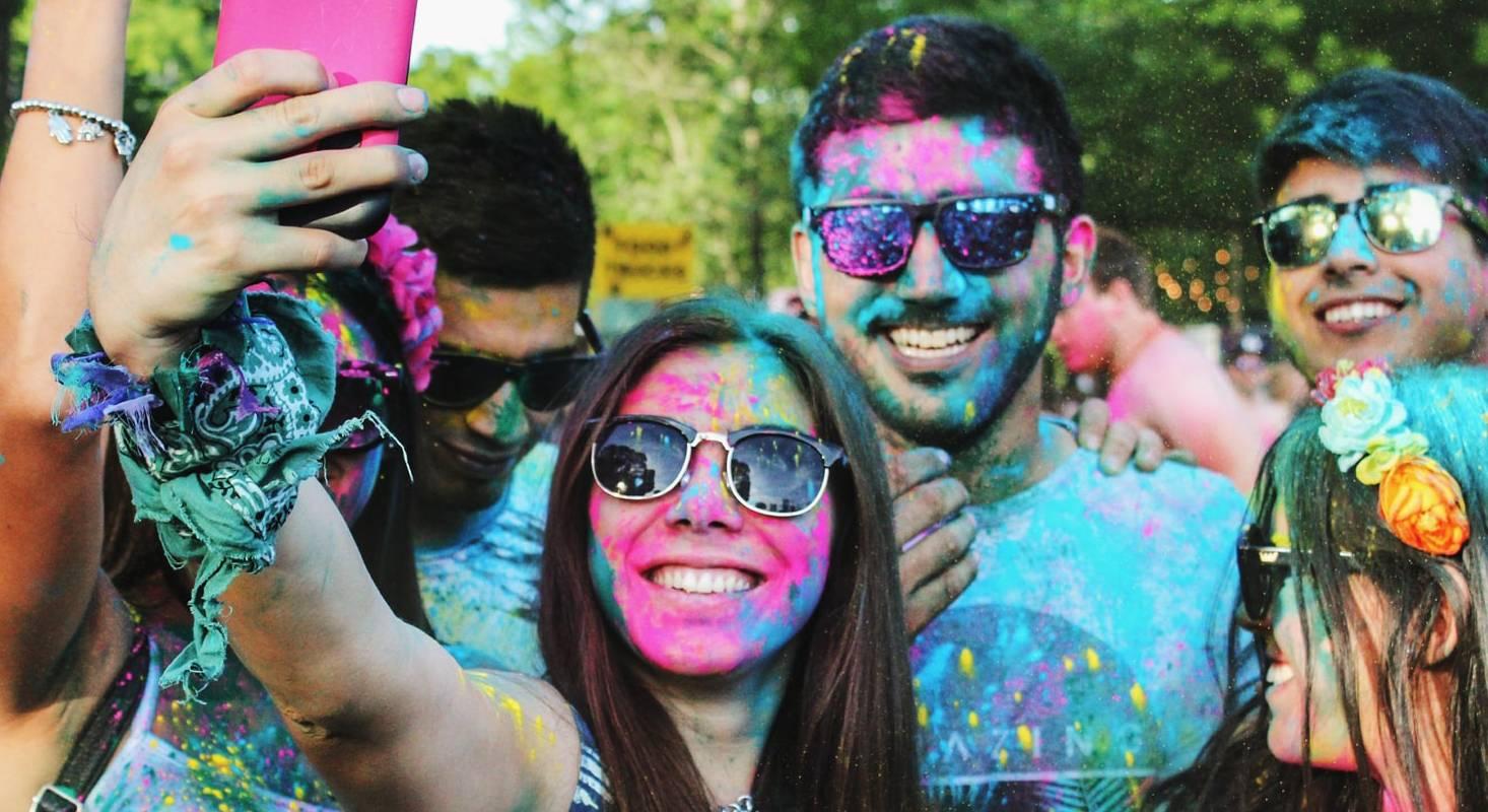 Statt eines Gruppen-Selfies können Slofies erstellt werden. Diese halten unvergessliche Momente in einem Bewegtbild fest.