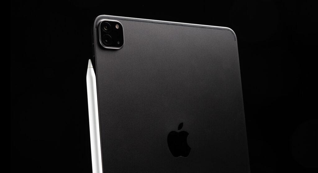 das neue iPad Pro 2020 auf schwarzem Hintergrund