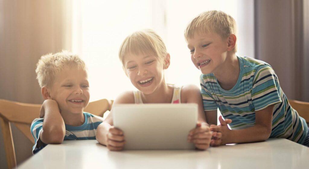Kinder würden iPad nutzen - denn die einfach Bedienung und die vielen Möglichkeiten fangen Kinder schon früh an zu schätzen.