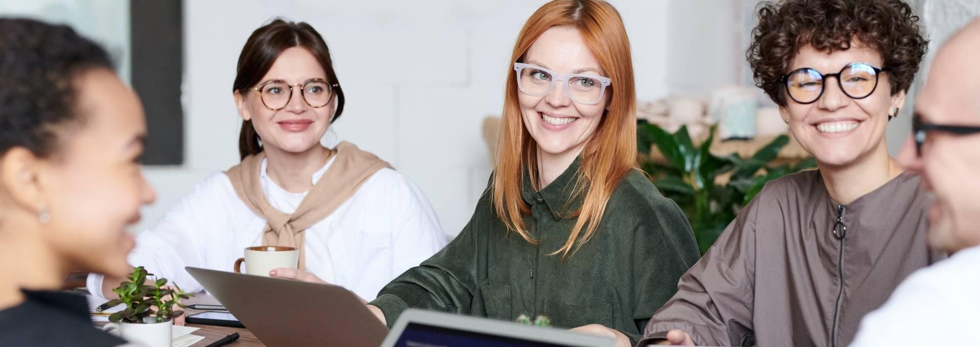 Teamwork ist wichtig während der Einführung von neuen digitalen Prozessen.