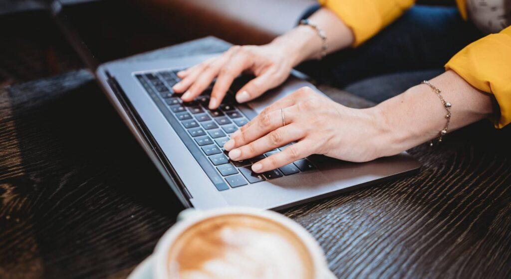 Der Aufbau von deiner Tätigkeit als digitaler Nomade kann arbeitsintensiv sein.