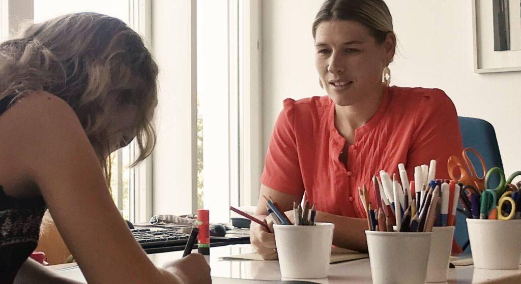 Manuela Grutsch Sutter, Logopädin an der Sprachheilschule, beim unterrichten