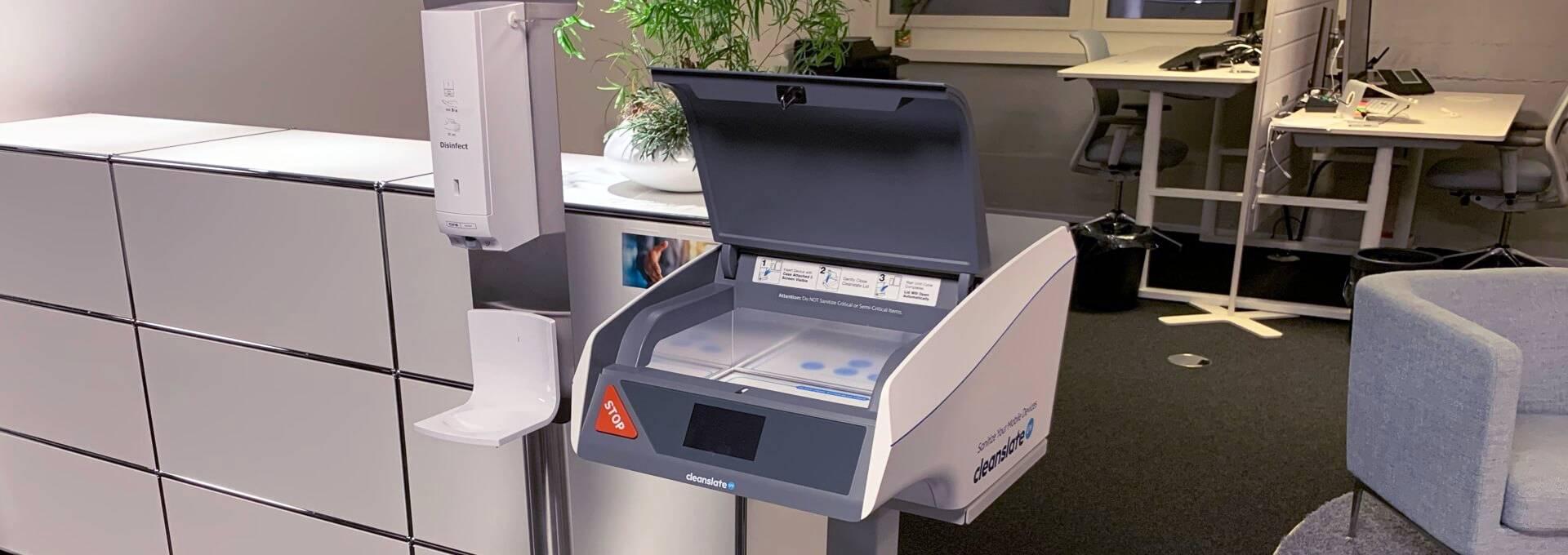 Der CleanSlate UV Sterilisator macht an der Rezeption einen professionellen Eindruck